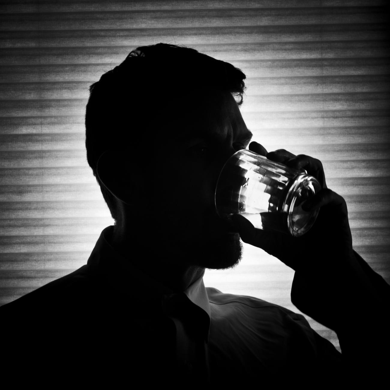 co robić, spotykając się z alkoholikiem umawia się z transseksualną kobietą